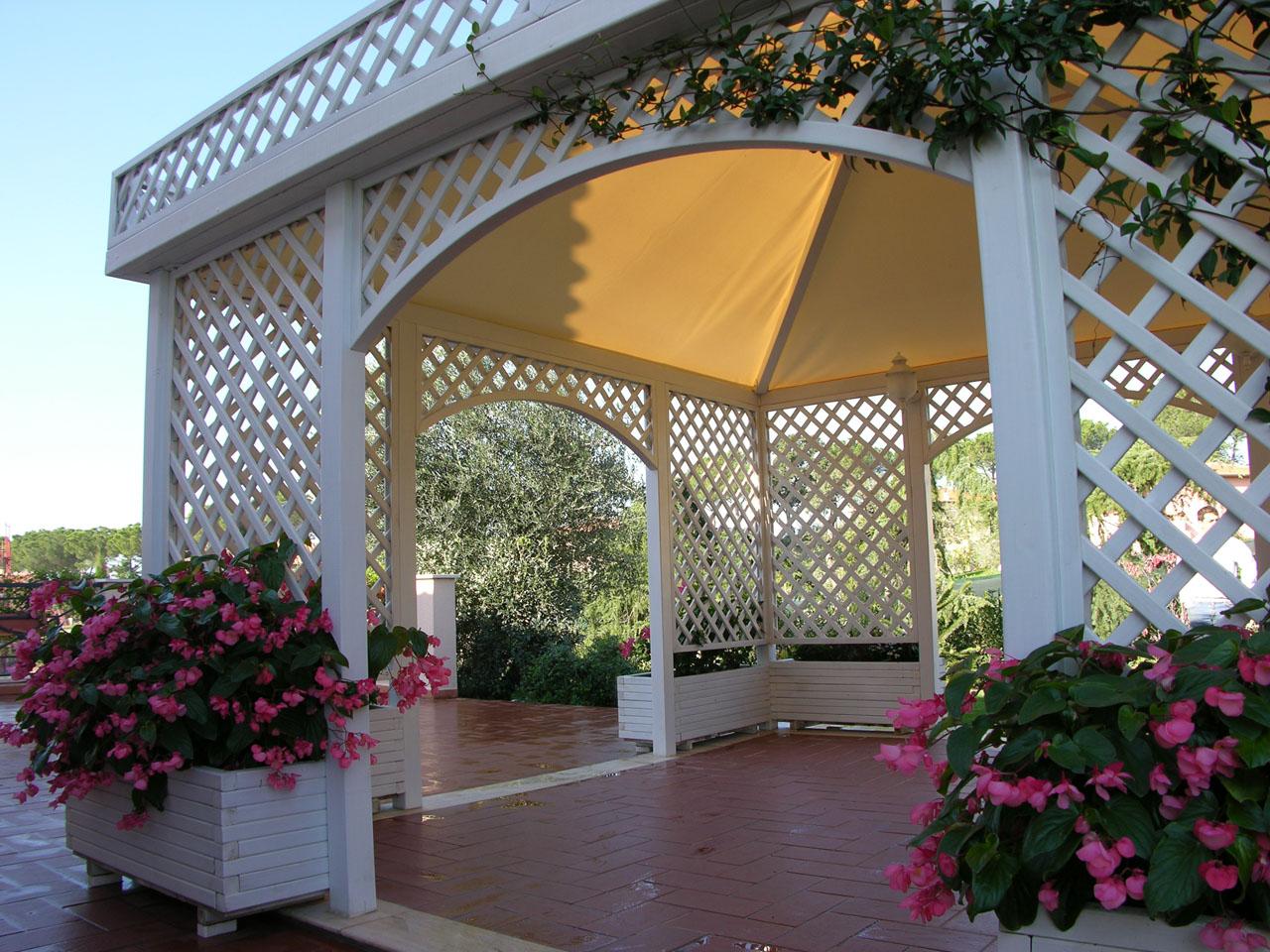 Pannelli di legno divisori per giardino - Pannelli divisori giardino ...